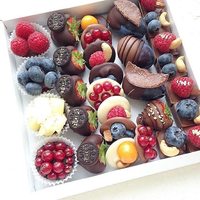 Подарочный набор из ягод и орехов №2