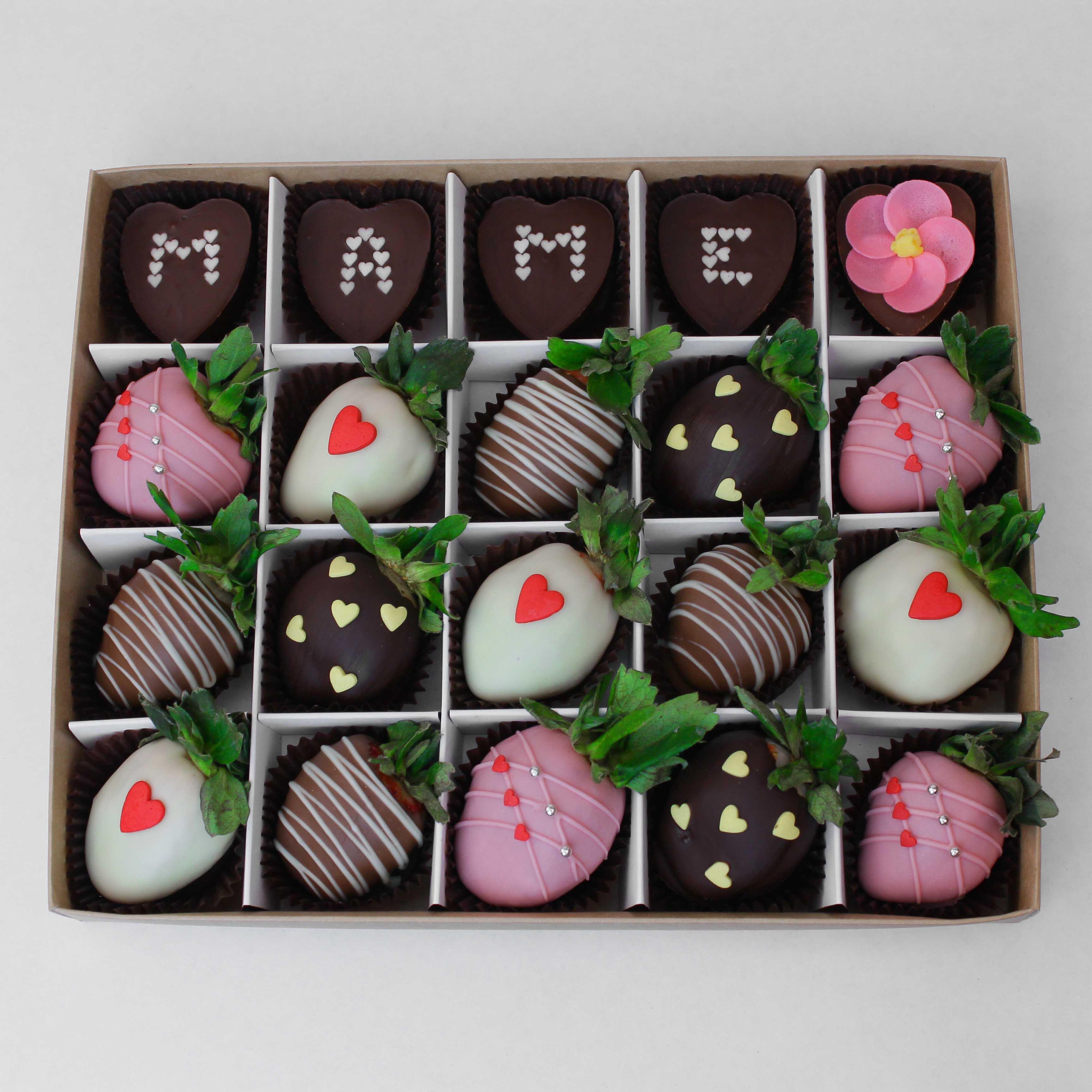 Набор клубники в шоколаде с конфетами №2