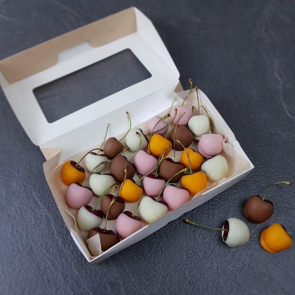 Набор черешни в шоколаде в упаковке