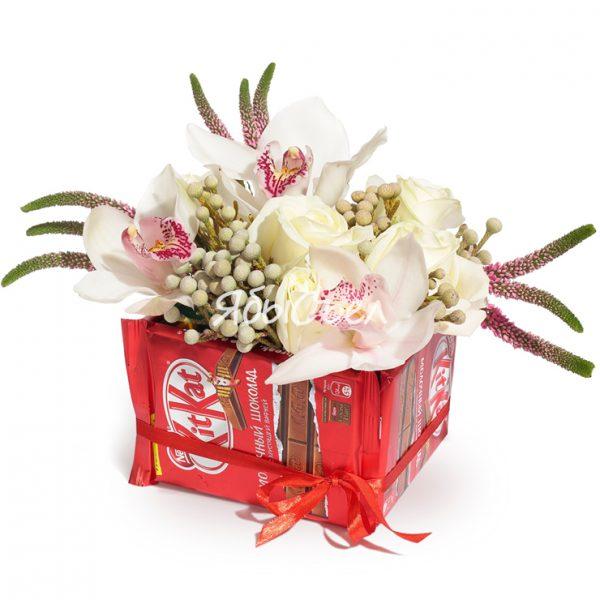 Букет цветов с шоколадом — «Сладость любви»