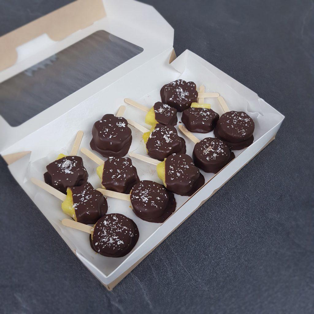 Ананас в шоколмАнанас в шоколаде в крафтовой коробкеаде в крафтовой коробке