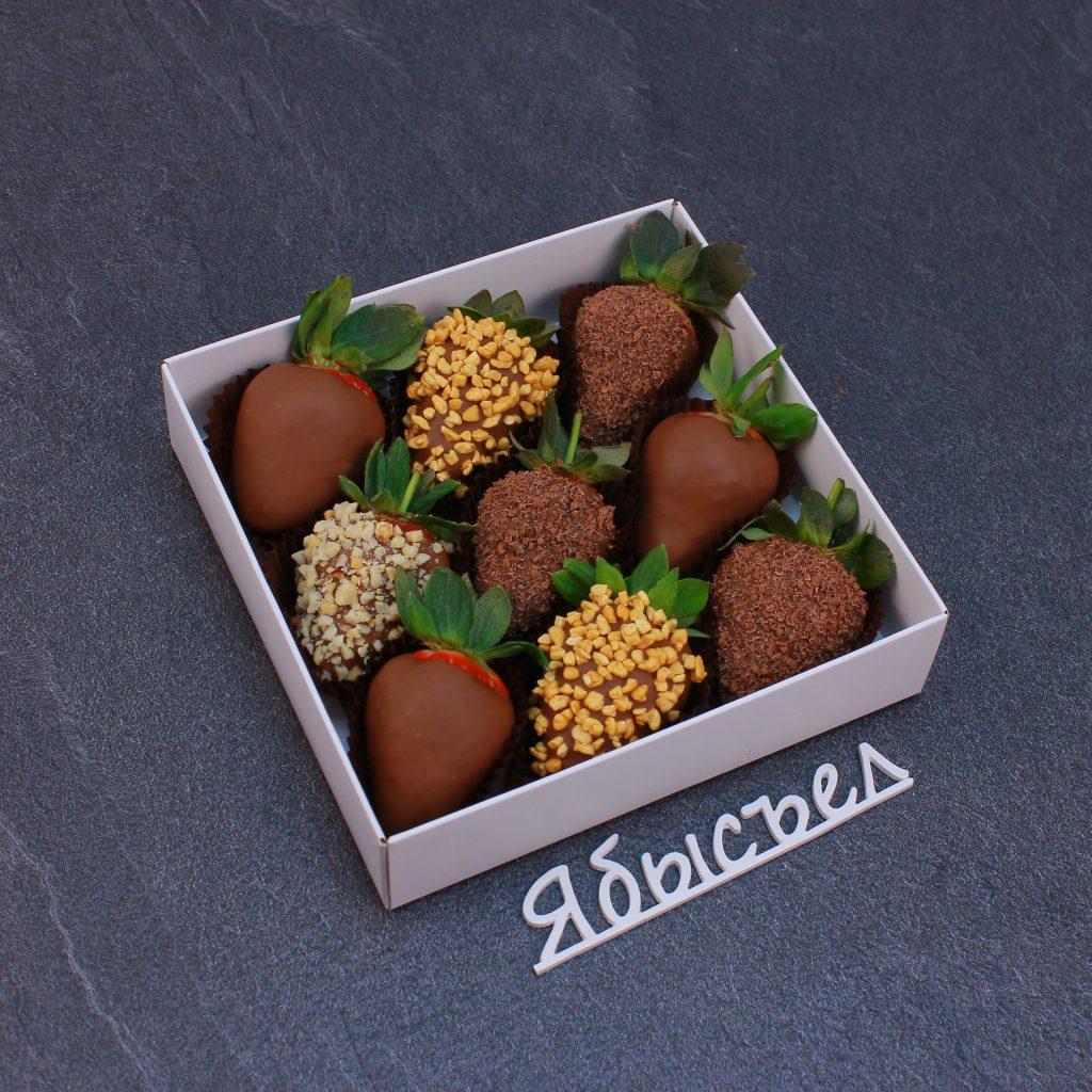 Клубника в шоколаде из 9 ягод.