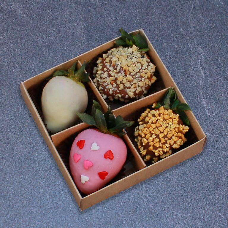 Набор клубники в розовом, белом и молочном шоколаде, 4 ягоды