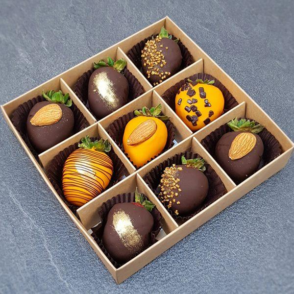 Клубника в шоколаде с миндалем 9 ягод