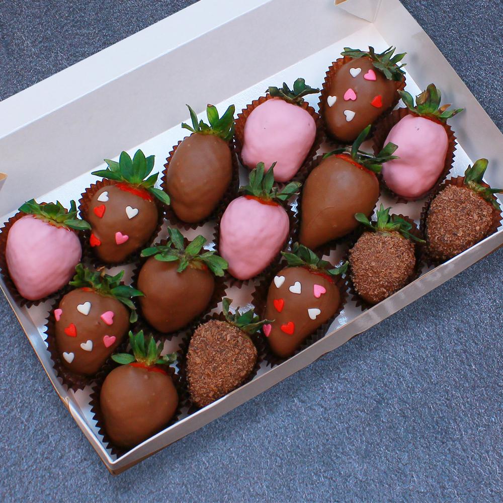 Клубника в шоколаде с сердцами, 15 ягод