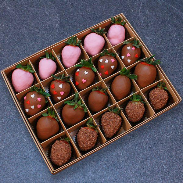 Клубника в шоколаде с сердцами, 20 ягод