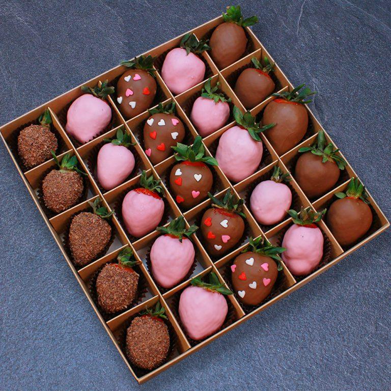 Клубника в шоколаде с сердцами, 25 ягод