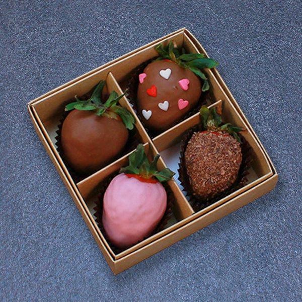 Клубника в шоколаде с сердцами, 4 ягоды