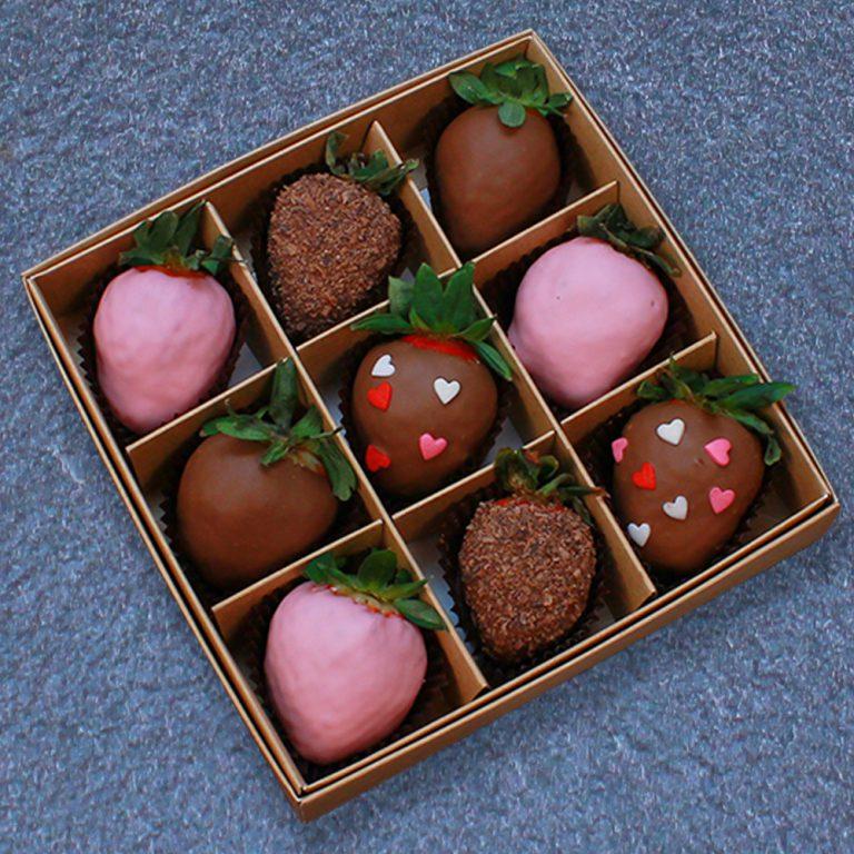 Клубника в шоколаде с сердцами, 9 ягод