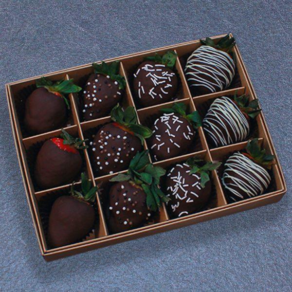 Клубника в тёмном шоколаде — набор 12 ягод