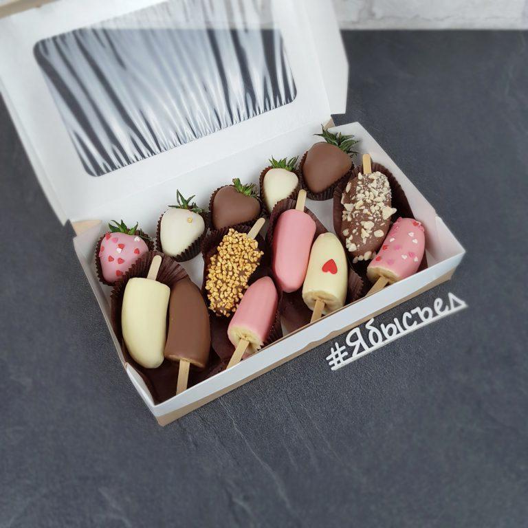 клубника и банан в шоколаде